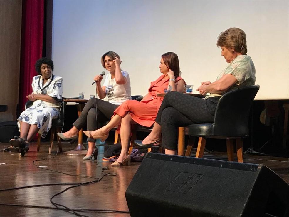 Manuela D'Ávila (PCdoB-RS) participou de evento em Cuiabá — Foto: Nathalia Okde/ G1