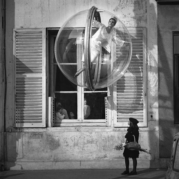 Clique de 1963, da série Bubble do fotógrafo Melvin Sokolsky (Foto: Divulgação)