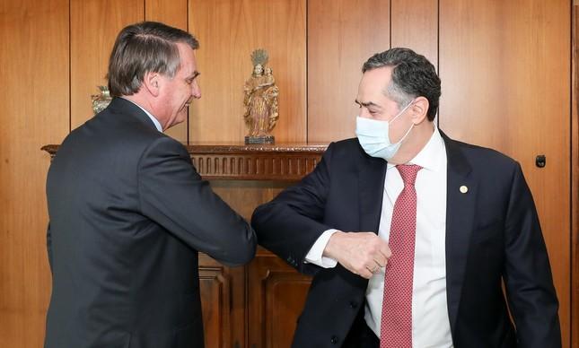 O presidente Jair Bolsonaro e o ministro Luís Roberto Barroso no Planalto