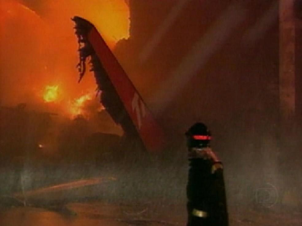 Acidente com avião da TAM matou 199 pessoas em Congonhas (Foto: Reprodução / TV Tem)