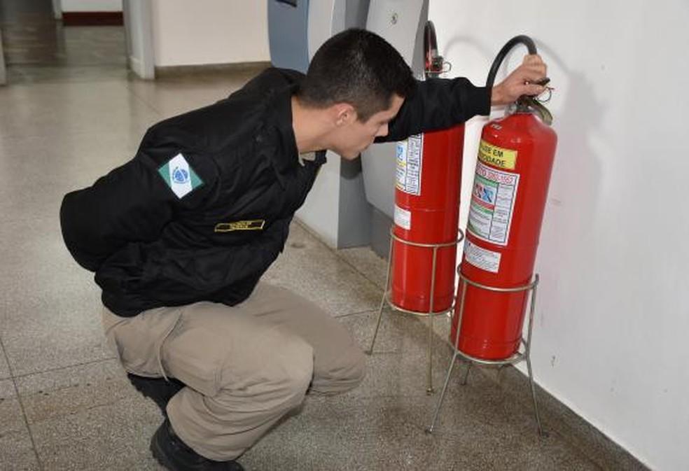 Com as novas regras, caso seja necessário, o Corpo de Bombeiros do Paraná pode multar e até mesmo interditar uma edificação. Foto Corpo de Bombeiros do Paraná. — Foto: Jornalista Geovana Diesel – Crea-PR