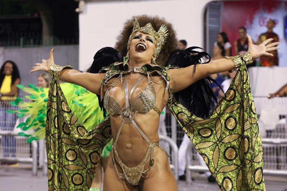 Viviane Araújo participa do Desfile das Campeãs pela Mancha Verde — Foto: Celso Tavares/G1