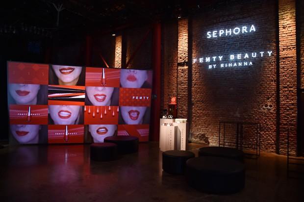 Lançamento de linha de cosméticos de Rihanna (Foto: Getty Images)