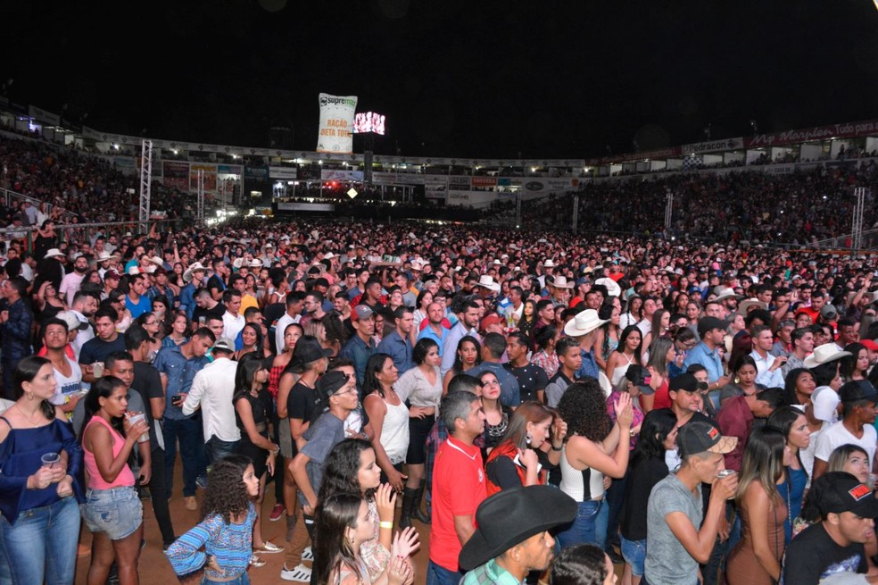 Público lotou arena da Expoari para ver show (Foto: Rinaldo Moreira/G1)