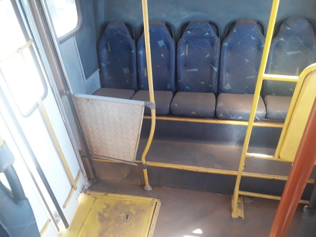 Passageiros filmam poltronas de ônibus cobertas por poeira em Palmas; vídeo - Noticias