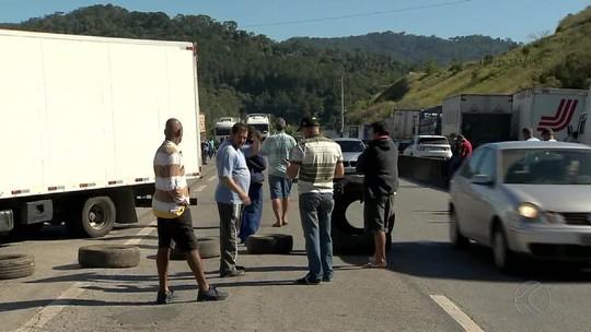 Caminhoneiros fazem protestos na BR-040 na região da Zona da Mata