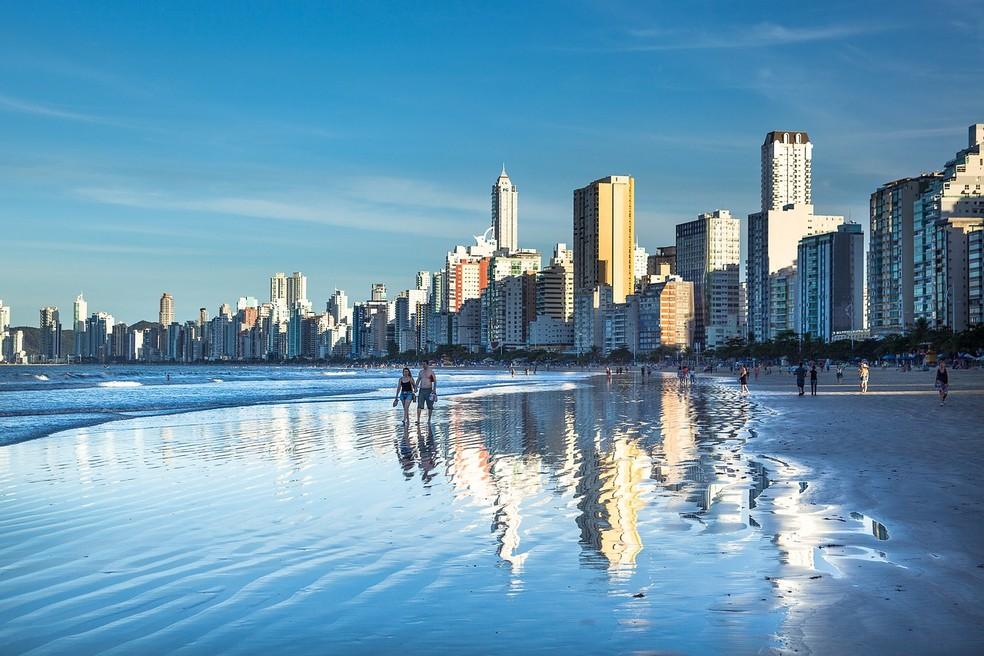 Praia de Balneário Camboriú é uma das mais visitadas do Estado — Foto: Pixabay