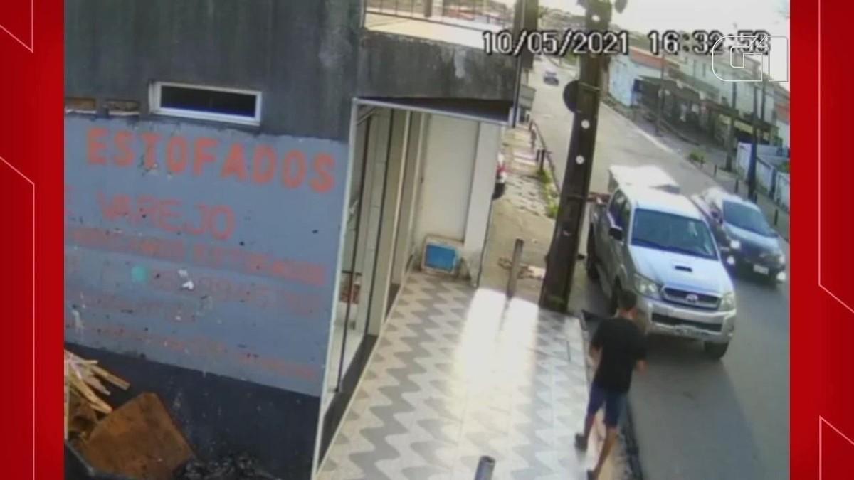 Clientes e funcionários de loja de estofados são vítimas de assaltantes em Fortaleza
