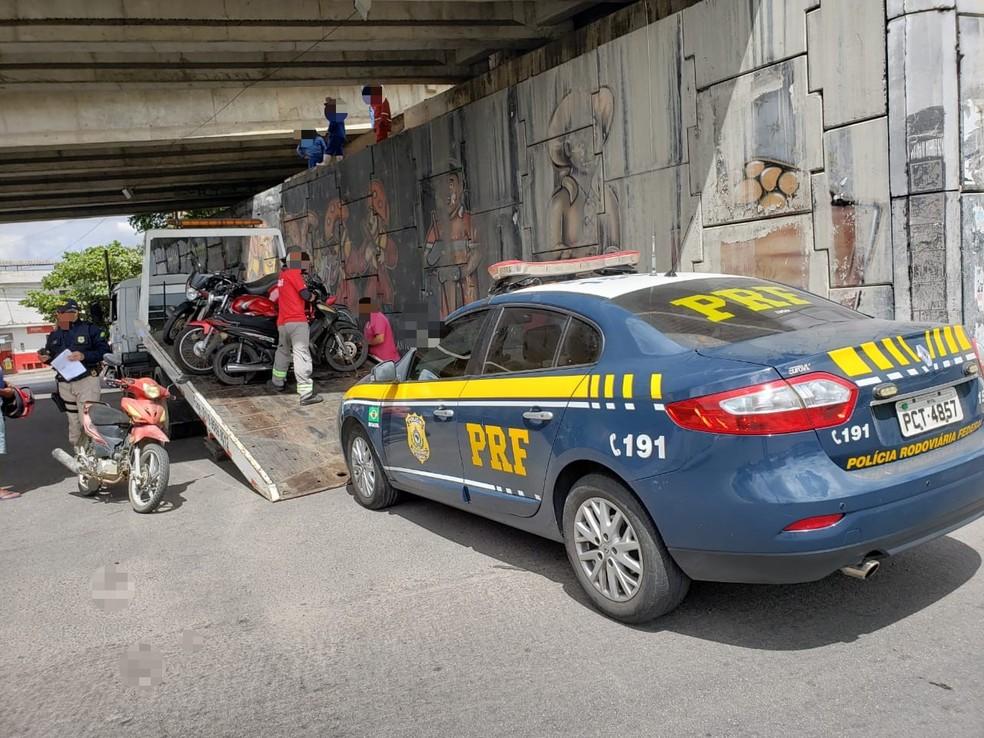 Apreensão de veículos em Caruaru — Foto: Polícia Rodoviária Federal/Divulgação