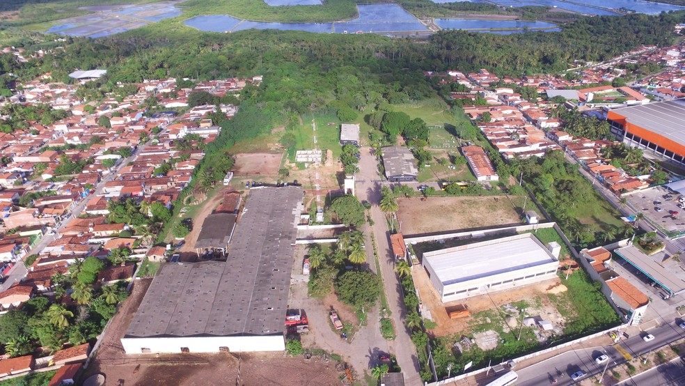 Vista aérea mostra terreno, na Zona Norte de Natal, onde o programa de habitação deve ser executado (Foto: Governo do RN/Divulgação)