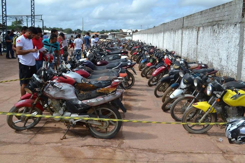 Veículos que vão a leilão em Snatarém pelo Detran Pará (Foto: Ascom Detran PA/Divulgação)
