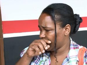 Solange Sabino afirma que os corpos são do marido e filho (Foto: Franciele do Vale/G1)