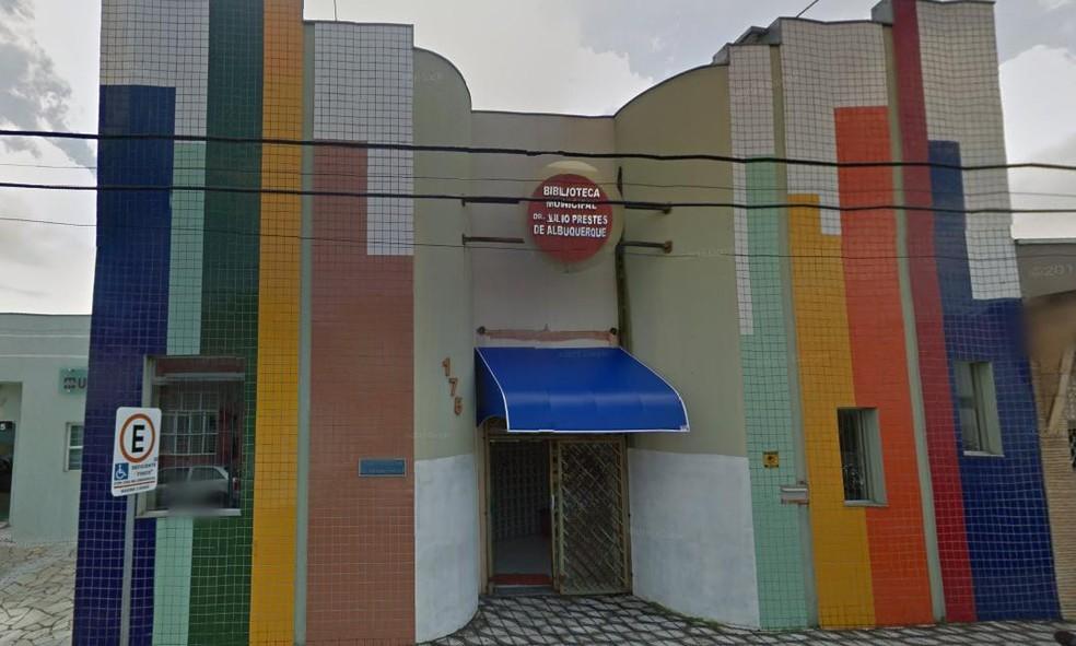 Projeto 'Lê no ninho' é realizado na Biblioteca Municipal de Itapetininga (Foto: Reprodução/Street View)