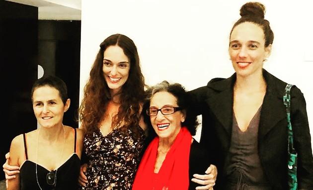 Bia Lessa, Angel Vianna e Mana Bernardes em torno de Carolina Sá, criadora e diretora da série 'Onde nascem as ideias' (Foto: Arquivo pessoal)