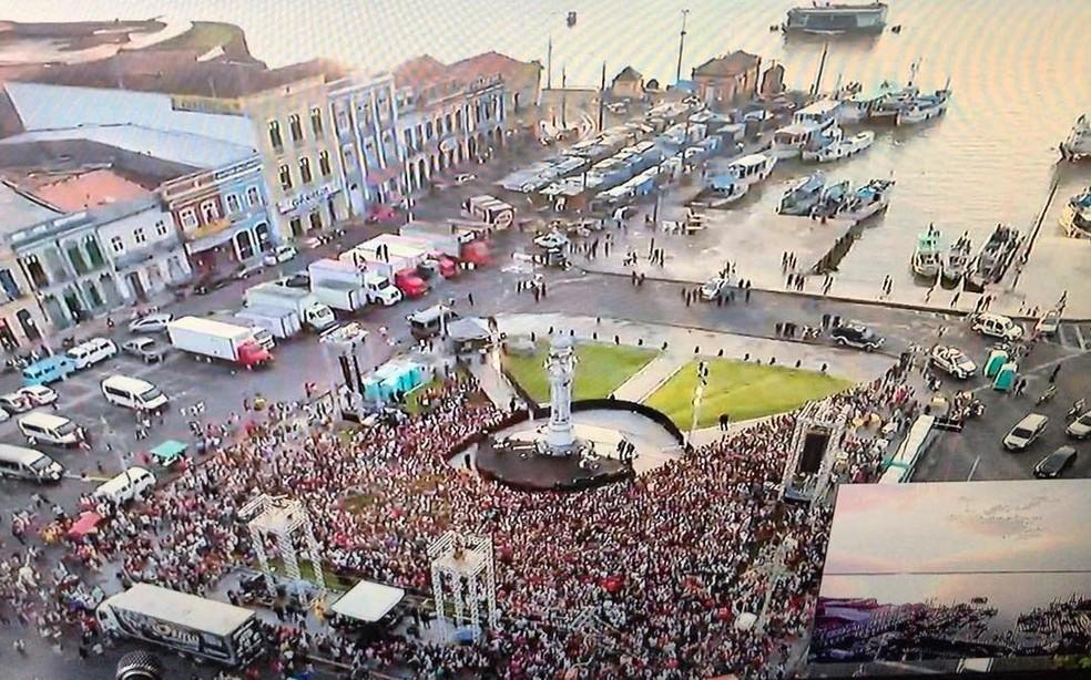 Praça do Relógio em Belém tomada para a apresentação de Marília Mendonça. A cantora gravou nesse show duas músicas para seu próximo DVD. (Foto: Link Produtora)