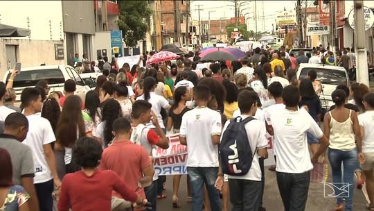 Protesto contra corte na educação ocorre em Santa Inês
