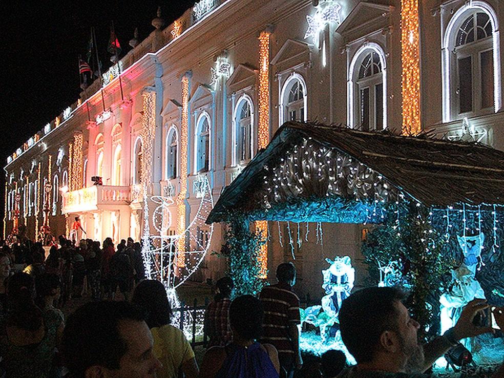 Palácio dos Leões, sede do governo do Maranhão, decorado para o Natal em 2015 — Foto: De Jesus / O Estado