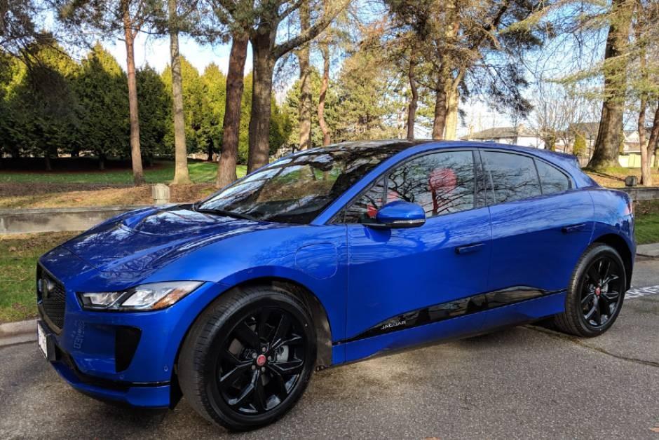 Jaguar I-Pace ganhará atualização de software para aumentar a autonomia da bateria (Foto: Wikimedia Commons)