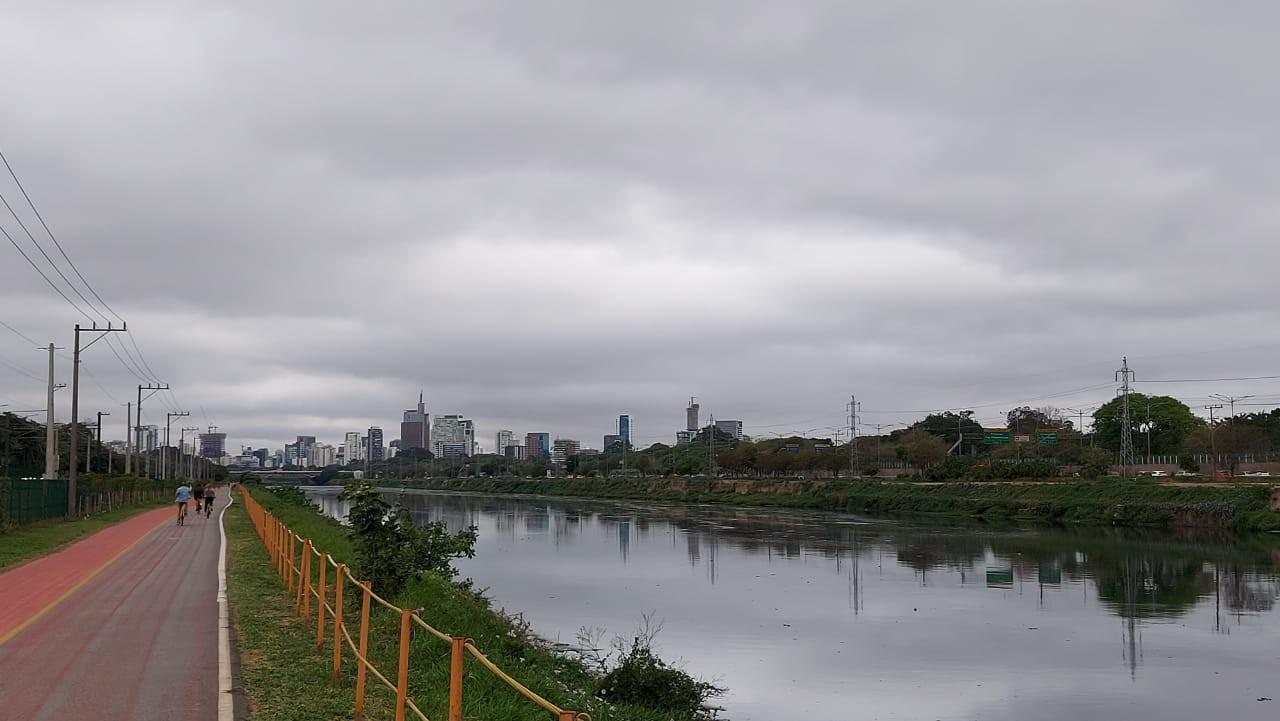 'Chuva escura' não deve mais atingir a cidade de SP neste domingo, diz Inmet