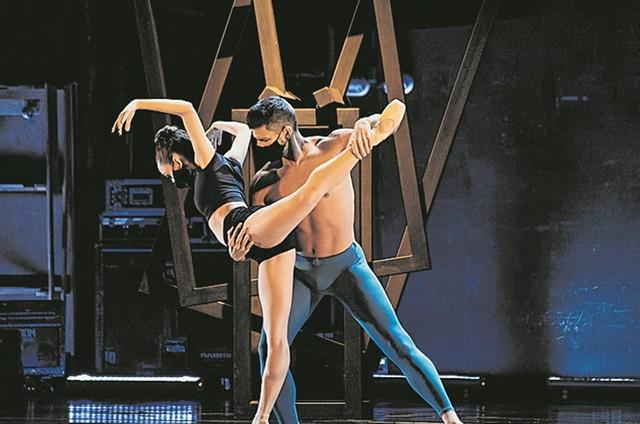 Thiago Soares e a bailarina Ana Letícia  (Foto: Bernardo Cartolano)