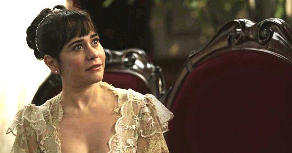 Susana é venenosa com Aurélio e diz que ele não tem chances com Julieta (Foto: TV Globo)