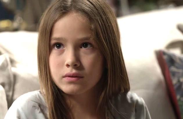 Priscila (Clara Galinari), que se chamará Teresa no passado, foi o fruto do relacionamento de Graça (Patricya Travassos) e Américo (Felipe Camargo). A menina, então, é meia-irmã de Julia (Vitória Strada) (Foto: TV Globo)