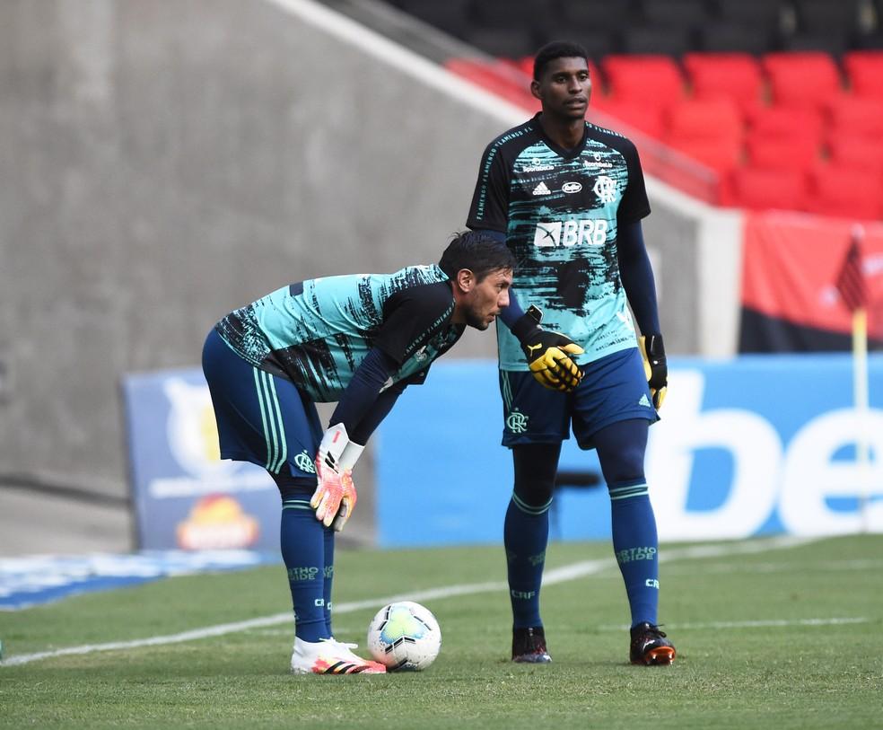 Diego Alves e Hugo — Foto: André Durão