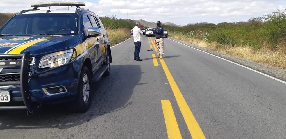 Homem é atropelado em acidente na BR-427 na manhã desta segunda (14) — Foto: CEDIDA / PRF