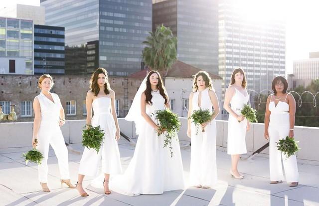 All white wedding 25 inspiraes para noiva e madrinhas vestirem all white wedding foto reproduoinstagram junglespirit Images