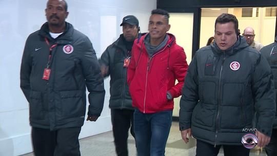 """Guerrero do Equador, algoz brazuca e decepção no Junior; conheça """"El Loco"""" Álvez"""