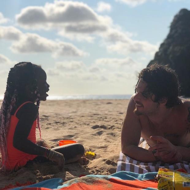 Titi com o tio, Gian Luca Ewbank (Foto: Reprodução Instagram)