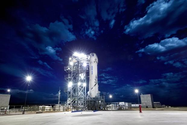 New Shepard, da Blue Origin, na plataforma de lançamento  (Foto: Blue Origin/Divulgação)