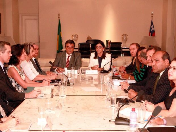 Roseana Sarney em reunião com o ministro José Eduardo Cardozo e a cúpula da segurnaça no estado (Foto: Divulgação/Secom)