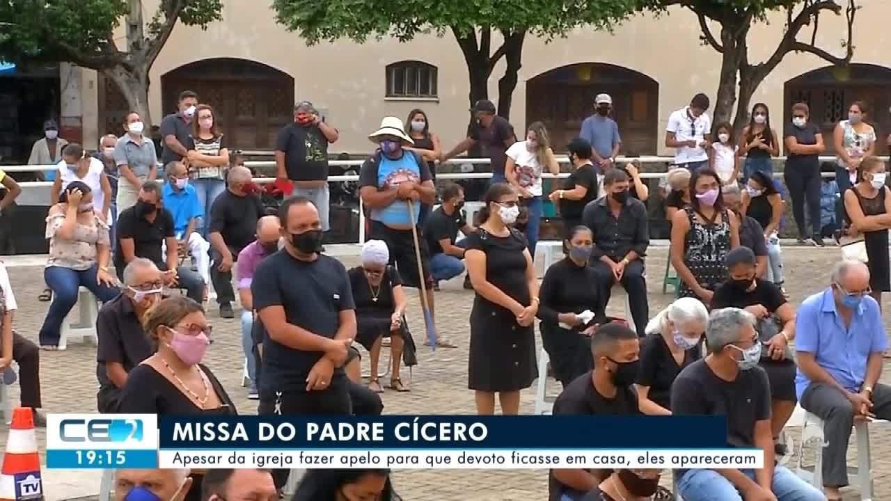 Apesar de orientação da igreja, devotos lotam missa do Padre Cícero