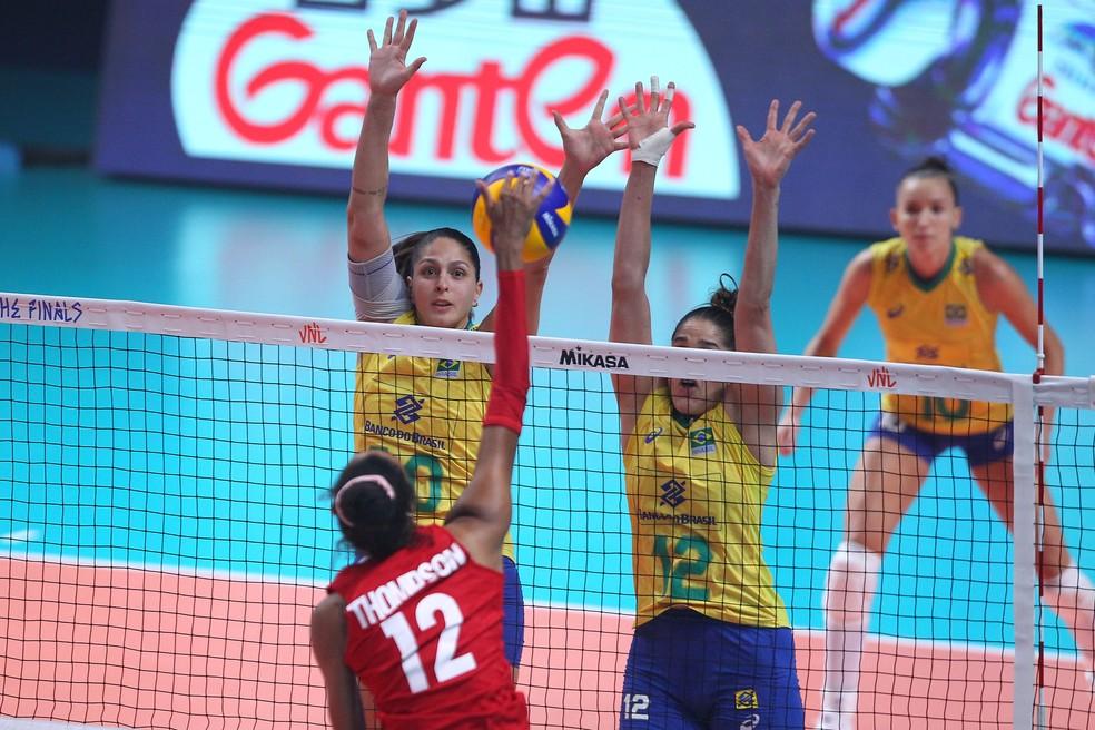 Brasil largou na frente, mas levou a virada — Foto: Divulgação/FIVB