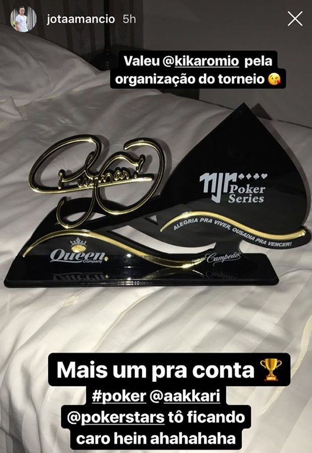 O prêmio do torneio de pôquer (Foto: Instagram Stories)
