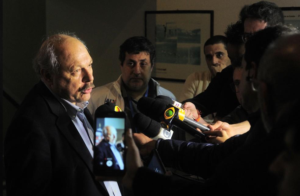 Peres em entrevista coletiva pouco antes de Santos x Independiente (Foto: Marcos Ribolli)