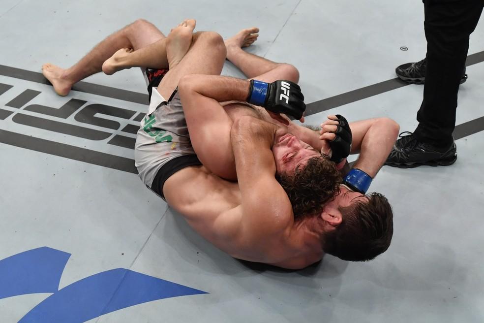 """Demian Maia """"apaga"""" Ben Askren no UFC Singapura com a """"Finalização do Ano"""" — Foto: Getty Images"""