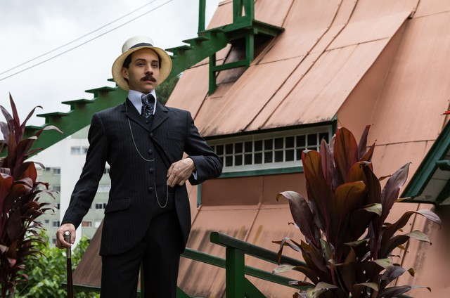 João Pedro Zappa caracterizado para a série 'Santos Dumont: Mais leve que o ar' (Foto: Ique Esteves)