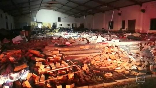Parede de igreja desaba e mata 13 pessoas na África do Sul