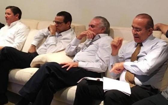 Rodrigo Rocha Loures, Henrique Alves, Michel Temer e Eliseu Padilha assistem à sessão do impeachment (Foto: Reprodução)