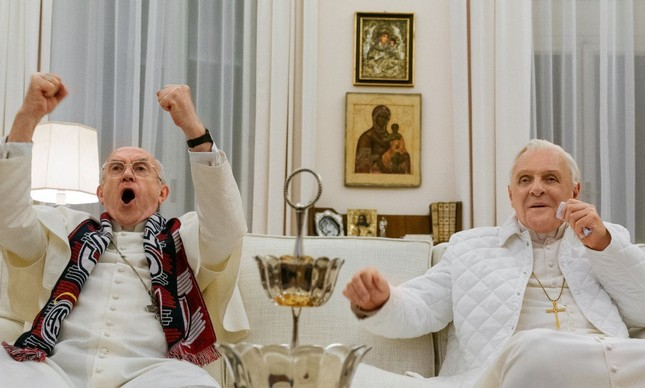 "Anthony Hopkins e Jonathan Pryce, no filme ""Dois Papas"""