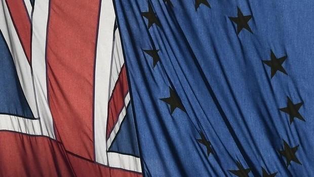 Brexit: bandeira britânica ao lado da bandeira da União Europeia, em Londres (Foto: Toby Melville/Reuters)