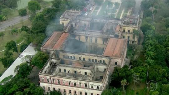 Pesquisadores e funcionários do Museu Nacional se dividem entre luto pela perda de décadas de pesquisas e vontade de reconstruir o local