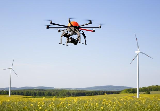 Drones podem ser utilizados na manutenção de turbinas eólicas (Foto: Thinkstock)