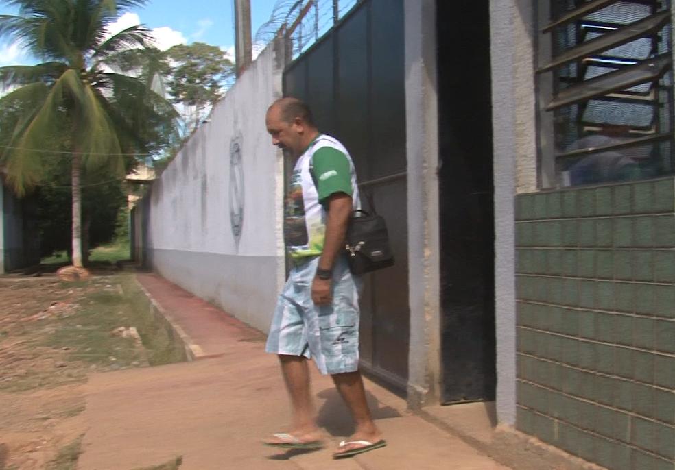 Padre José Amaro sai da prisão em Altamira. — Foto: Reprodução/ TV Liberal