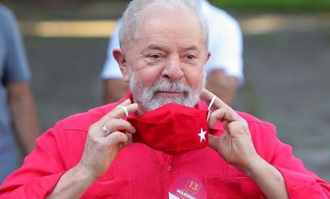 O ex-presidente Lula vota nas eleições municipais de 2020