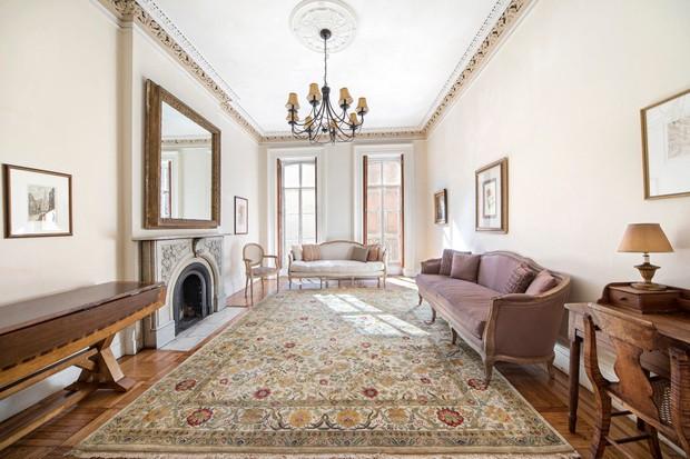 Mary-Kate Olsen coloca duas casas à venda por R$ 59,2 milhões
