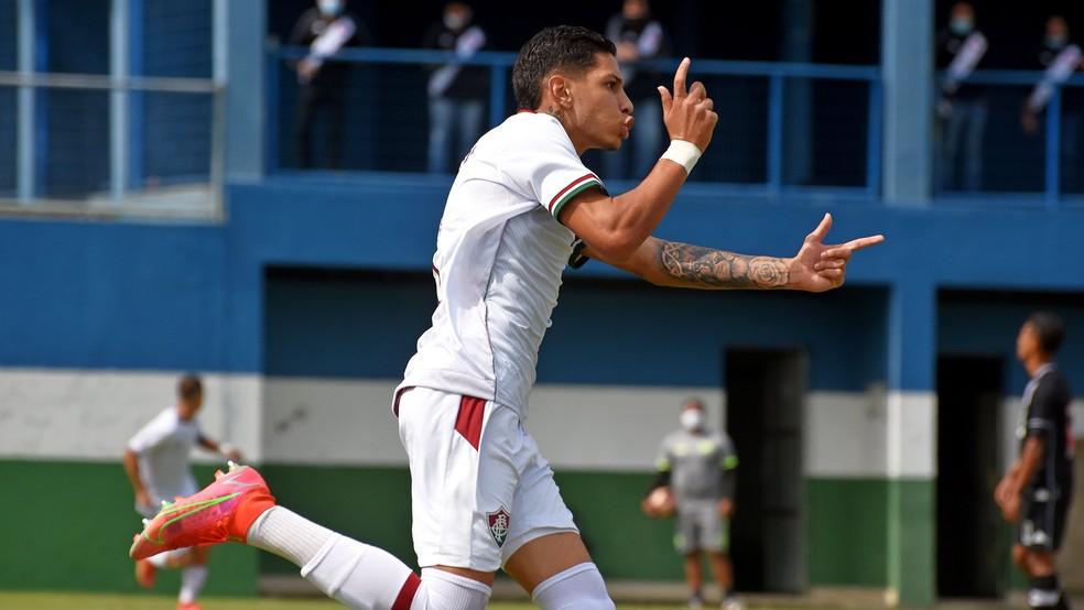 Thiago celebra gol na final da Copa Rio Sub-17 entre Fluminense e Vasco  — Foto: Mailson Santana FFC