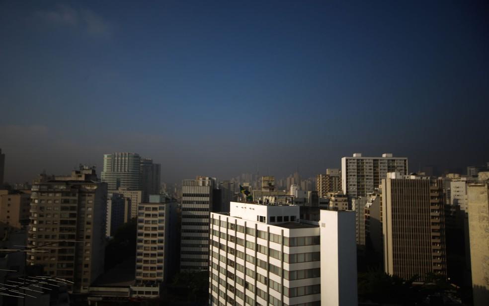 Poluição vista no céu do Centro de São Paulo — Foto: Dario Oliveira/Estadão Conteúdo/Arquivo